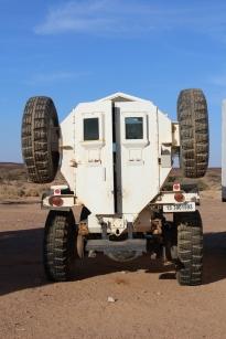 Camión donde se transporta al equipo de detectores y detectoras de minas